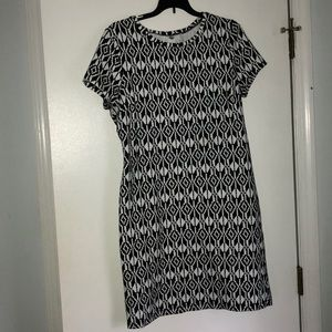 Old Navy black and white shift dress